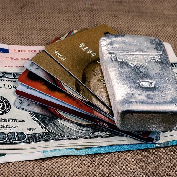 silber_dollar_euro_kreditkarten_istock_600x600.jpg