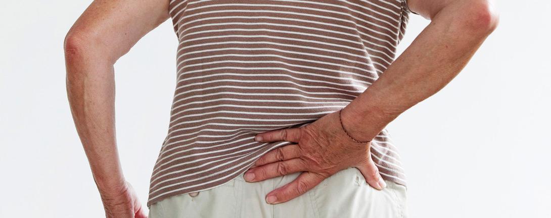 rueckenschmerzen_frau_osteoporose_web.jpg